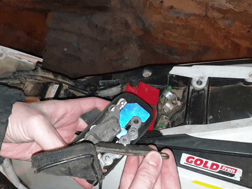 Cómo llevar recambio y herramientas en tu moto de enduro