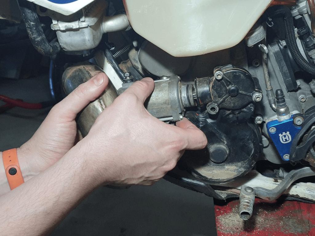 Sacar motor de arranque KTM porque mi moto de enduro no arranca
