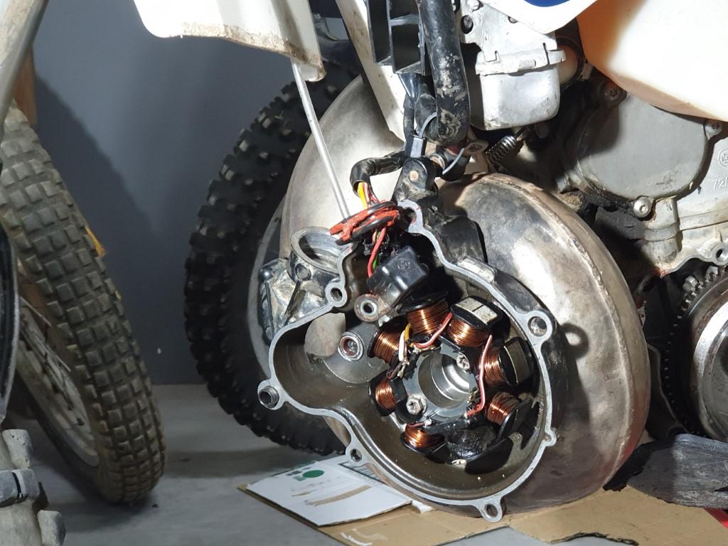 Colocar respiradero vapores KTM Husaberg Husqvarna para bañar sistema arranque en aceite